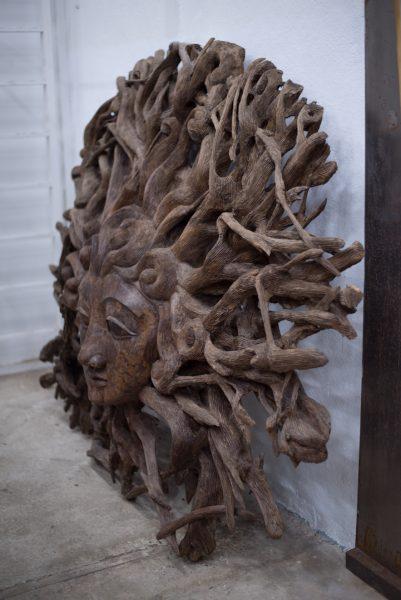 Escultura tallada en palo santo